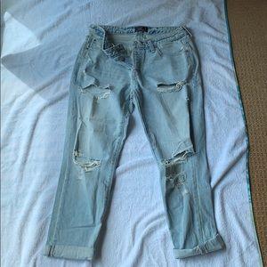 A&F Ames Slim boyfriend destroyed jeans